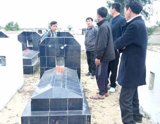 Hàng chục bia mộ, di ảnh thờ bị đập phá trong đêm - 3