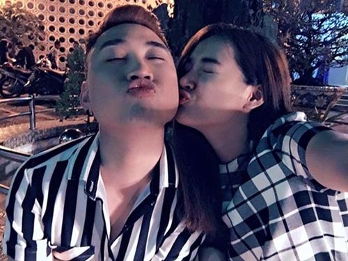 Facebook sao 17/2: Hà Hồ bị ví với 'thảm họa showbiz' - 3
