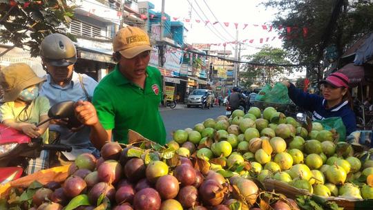 Sau Tết, trái cây rớt giá từng ngày - 1