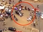 """Video An ninh - HN: """"Xế hộp"""" tông liên hoàn 6 xe máy, 4 người bị thương"""