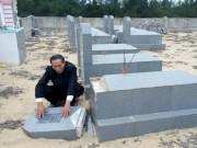 Tin tức trong ngày - Hàng chục bia mộ, di ảnh thờ bị đập phá trong đêm