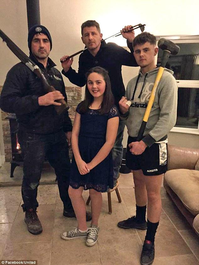 Cả nhà bảo vệ con gái lần đầu tiên đi vũ trường - 1