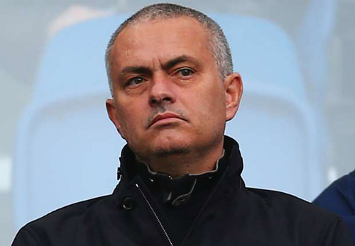 """Mourinho """"bẻ kèo"""" vì MU không có hi vọng dự cúp C1 - 2"""