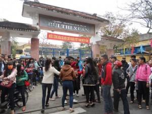 Tin tức Việt Nam - Huế: Nữ sinh bị đánh hội đồng trước cổng trường