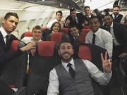 Bóng đá - Sôi động cúp C1 18/2: Dàn sao Real ăn mừng trên máy bay