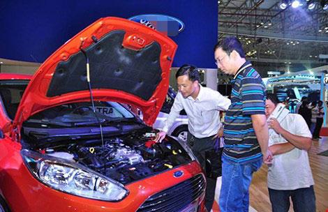 Người Việt đổ tiền mua ô tô - 1