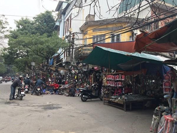 Chợ Trời ở Hà Nội vắng lặng sau ngày bị kiểm tra - 12