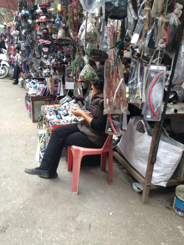 Chợ Trời ở Hà Nội vắng lặng sau ngày bị kiểm tra - 13