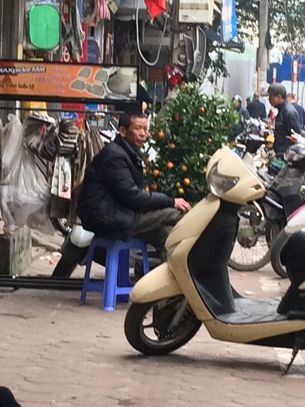 Chợ Trời ở Hà Nội vắng lặng sau ngày bị kiểm tra - 2