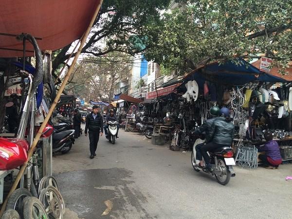 Chợ Trời ở Hà Nội vắng lặng sau ngày bị kiểm tra - 4