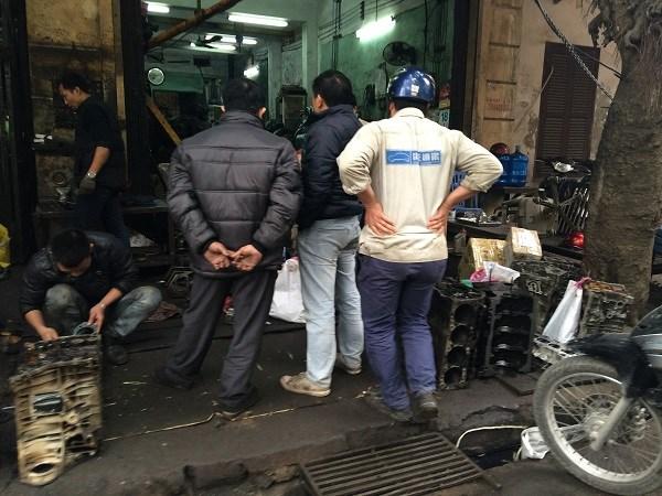 Chợ Trời ở Hà Nội vắng lặng sau ngày bị kiểm tra - 5