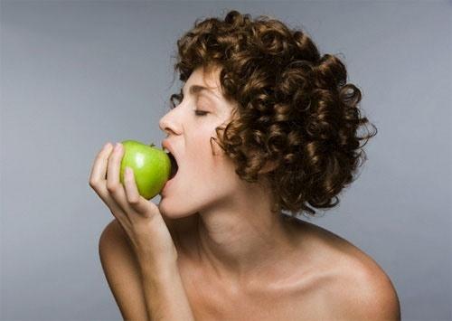 Chớ dại ăn quá nhiều táo xanh để rước hại vào thân! - 1