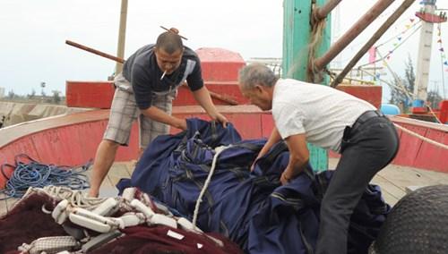 Lão ngư kể chuyện cưỡi sóng Hoàng Sa - 2