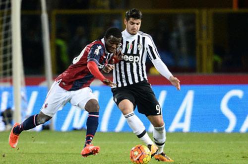SỐC: Cầu thủ Juventus bị tấn công bằng bom... giấy - 2