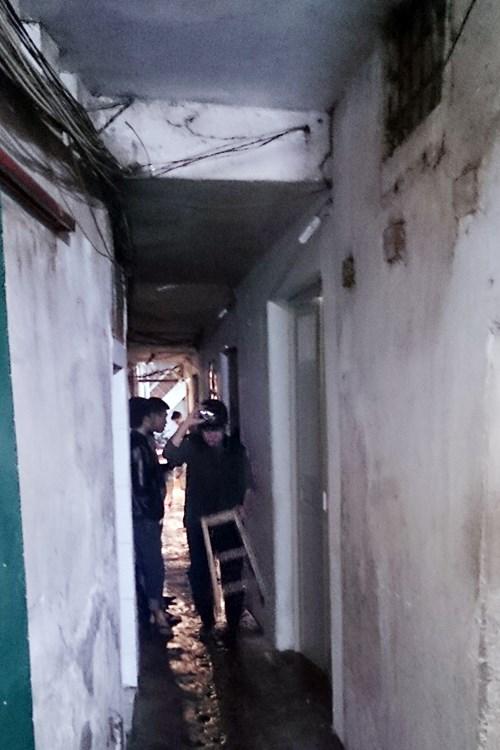 Hà Nội: Nhà 3 tầng cháy rừng rực trong đêm - 2