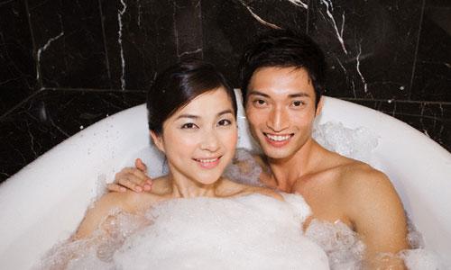 """4 lý do cặp đôi không nên tắm trước và sau khi """"lâm trận"""" - 1"""