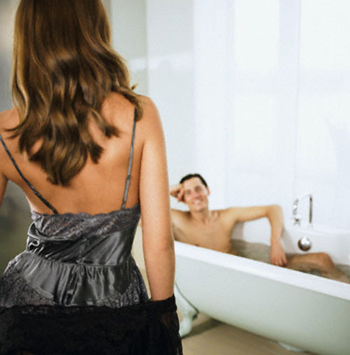 """4 lý do cặp đôi không nên tắm trước và sau khi """"lâm trận"""" - 2"""