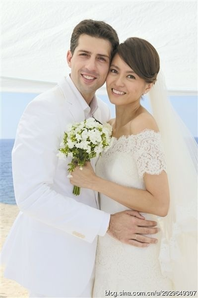 Những cặp vợ Hoa - chồng 'Tây' hạnh phúc của Cbiz - 5