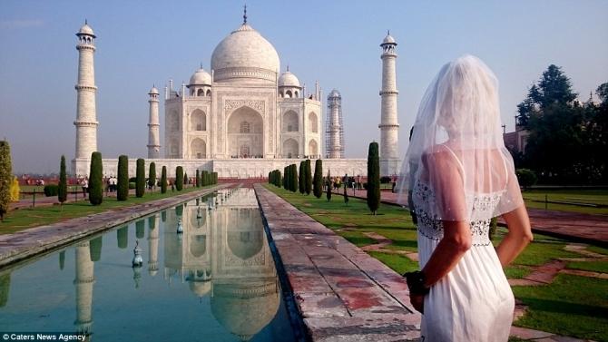 Ly hôn, người phụ nữ mặc váy cưới du lịch khắp thế giới - 3
