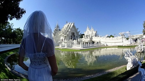 Ly hôn, người phụ nữ mặc váy cưới du lịch khắp thế giới - 8