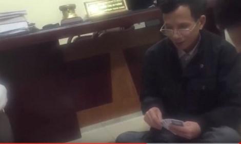 Xác nhận vụ trưởng công an phường đánh bạc nơi làm việc - 1