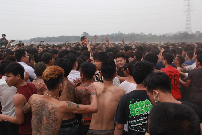 Đổ máu trong hội cướp phết cầu may ở Phú Thọ - 7