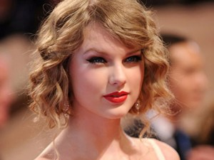 Mẹo cực hay: Làm tóc xoăn bằng giấy vệ sinh