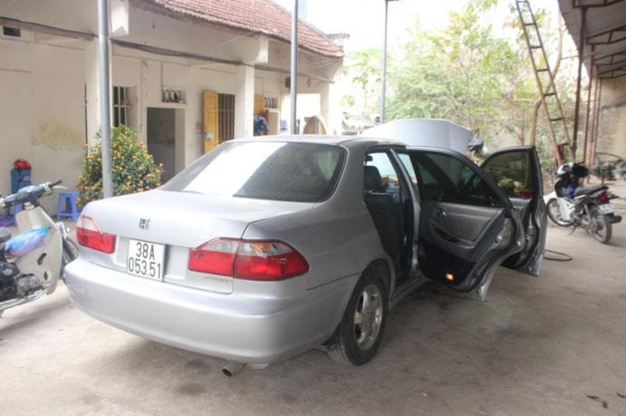 Bình cứu hỏa phát nổ trong xe ô tô con ở Thanh Hoá - 2