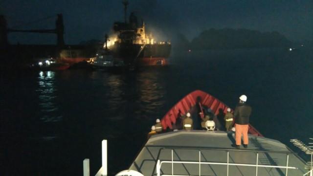 Cứu 20 thuyền viên lênh đênh trên biển trong đêm - 1