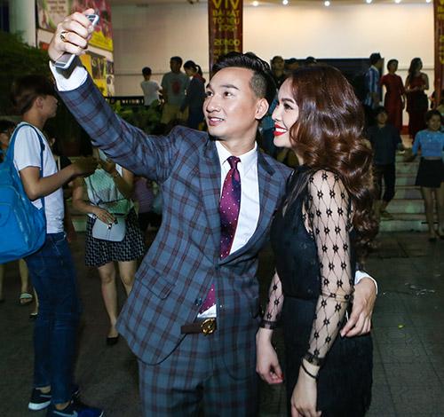 """MC Thành Trung ôm chặt Giang Hồng Ngọc để """"giảng hòa"""" - 3"""