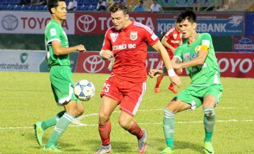 Cầu thủ V.League kêu trời vì quả bóng mới đến từ Thái Lan - 1