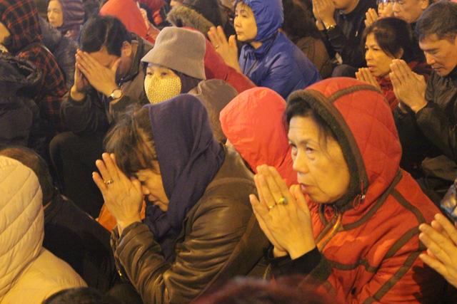Vì sao chùa Phúc Khánh chật cứng người đến cầu an? - 2