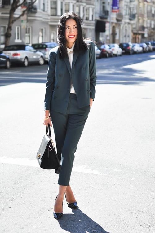 Bí quyết để quý cô công sở đẹp mê hoặc với suit - 2