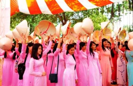TP.HCM khuyến khích phụ nữ mặc áo dài ngày thường - 1