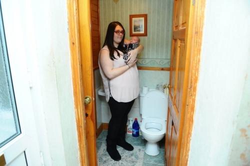 Đẻ rơi con trong bồn cầu, cô gái mới biết mình có thai - 2