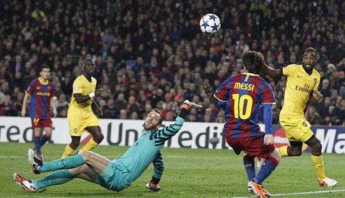 """Messi: Ác mộng với Arsenal nhưng """"khóc than"""" trước Cech - 1"""