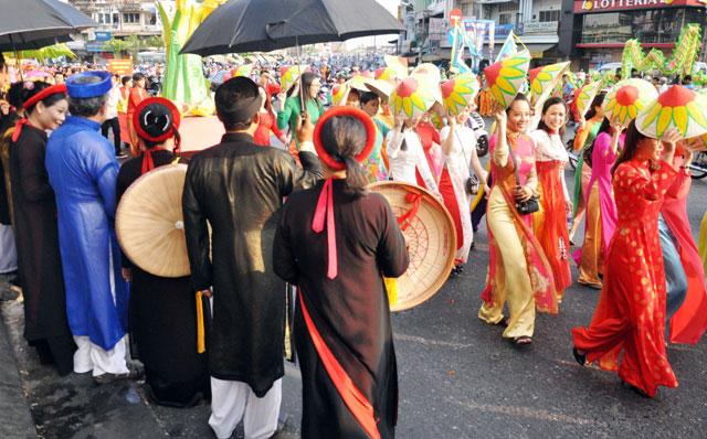 Ảnh: Lễ hội đường phố Tết Nguyên tiêu của người Hoa ở Sài Gòn - 11