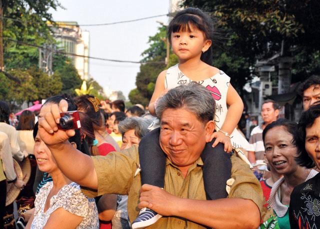 Ảnh: Lễ hội đường phố Tết Nguyên tiêu của người Hoa ở Sài Gòn - 13