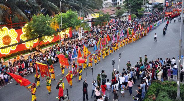 Ảnh: Lễ hội đường phố Tết Nguyên tiêu của người Hoa ở Sài Gòn - 2