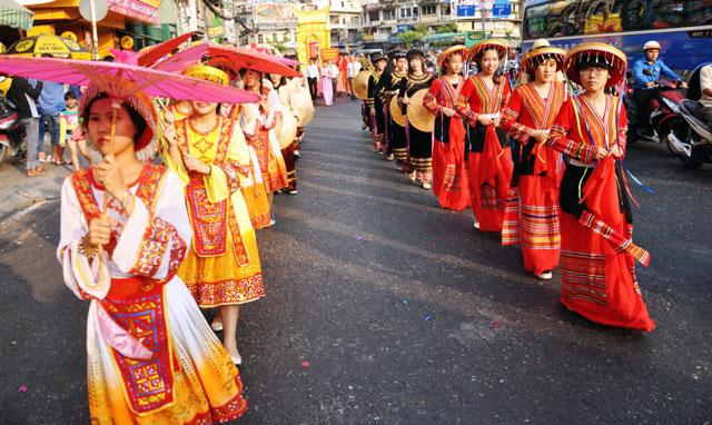 Ảnh: Lễ hội đường phố Tết Nguyên tiêu của người Hoa ở Sài Gòn - 4