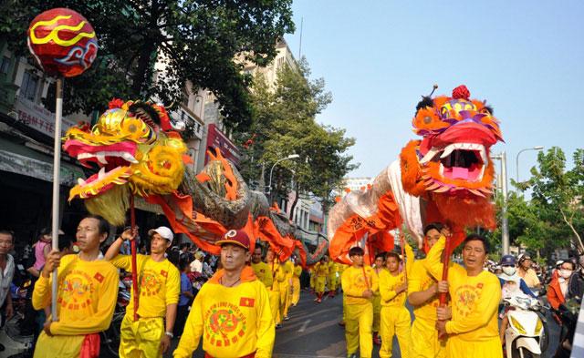 Ảnh: Lễ hội đường phố Tết Nguyên tiêu của người Hoa ở Sài Gòn - 7