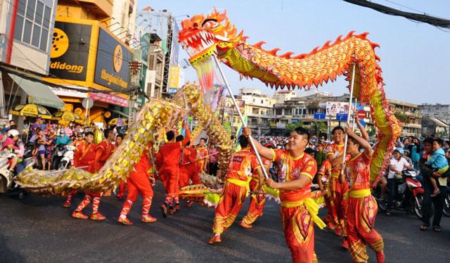 Ảnh: Lễ hội đường phố Tết Nguyên tiêu của người Hoa ở Sài Gòn - 8