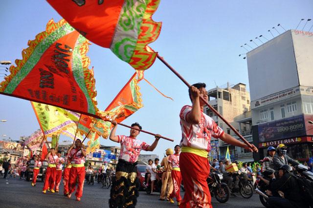 Ảnh: Lễ hội đường phố Tết Nguyên tiêu của người Hoa ở Sài Gòn - 1