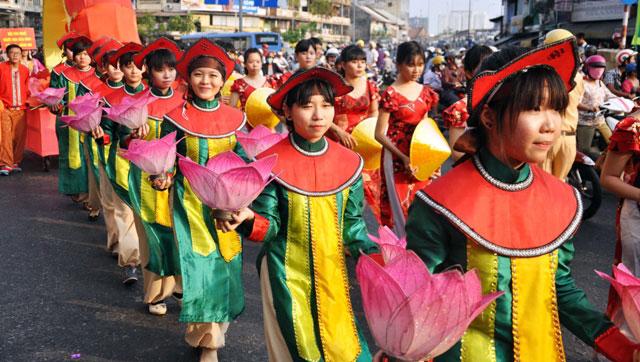 Ảnh: Lễ hội đường phố Tết Nguyên tiêu của người Hoa ở Sài Gòn - 9