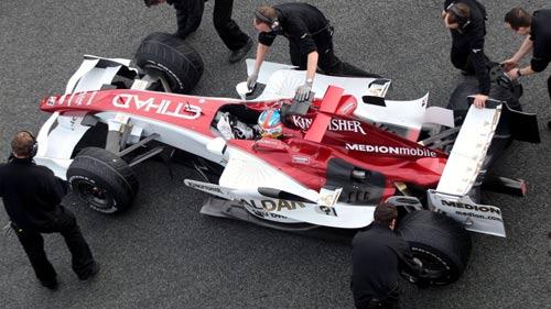 """Thử xe F1: Khi """"những chú tắc kè hoa"""" xuất hiện - 7"""