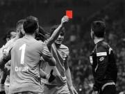 Bóng đá - Cầu thủ giơ thẻ đỏ truất quyền của... trọng tài