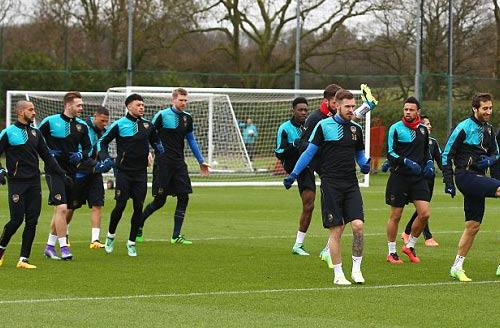 "Henry ""ôm vai bá cổ"" bộ ba Barca, fan Arsenal nóng mặt - 10"