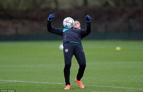 "Henry ""ôm vai bá cổ"" bộ ba Barca, fan Arsenal nóng mặt - 11"