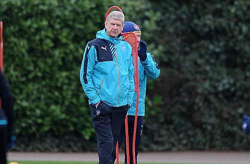 "Henry ""ôm vai bá cổ"" bộ ba Barca, fan Arsenal nóng mặt - 9"