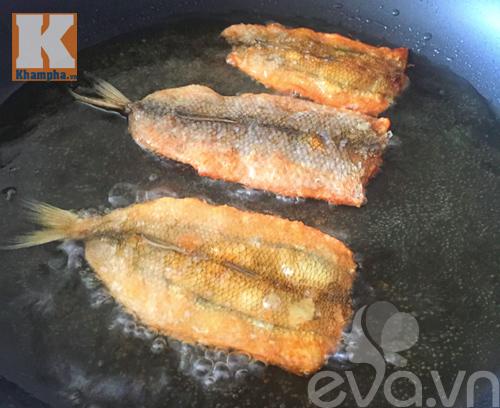 Mẹo rán cá không bắn dầu và cách pha nước chấm ngon - 5